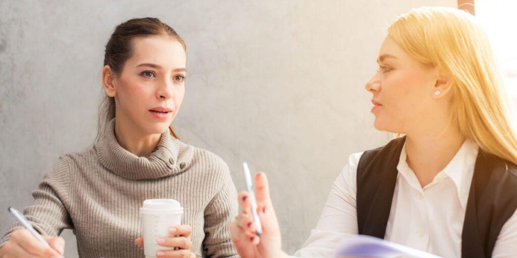 Sådan undgår du, at snakkehoveder saboterer mødet