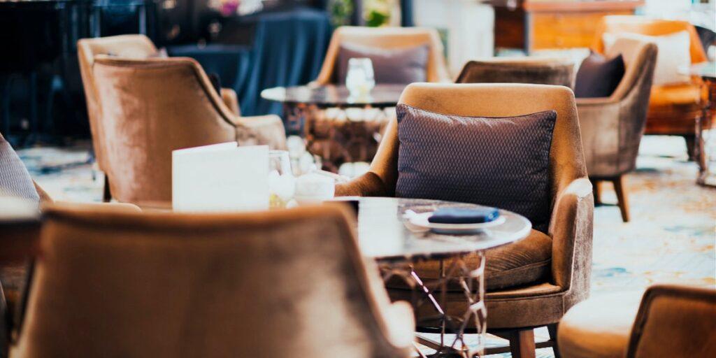Har du oplevet, at mødelokalet bliver en kulisse?