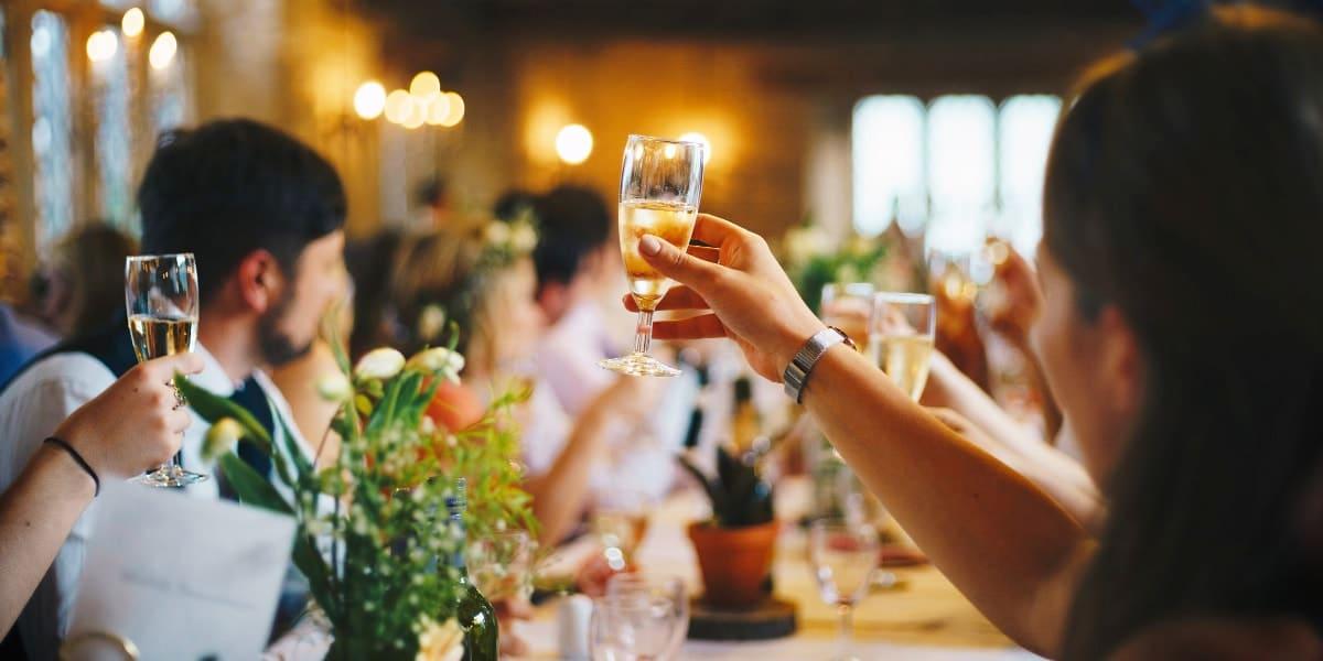 8 vigtige grunde til at et bryllup er det optimale møde