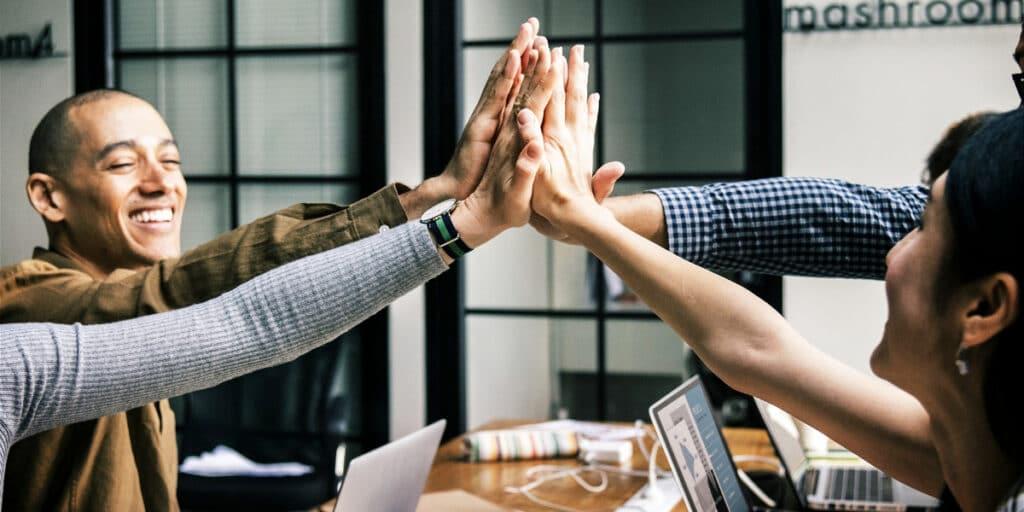 Ja-syge og blind tillid skaber et enormt spild i teamet og ved møderne