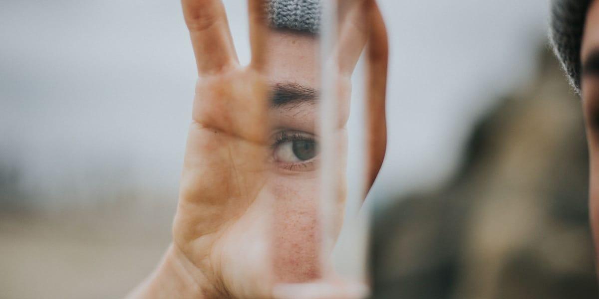 Identifikation: Sidder du fast i din idé om dig selv?